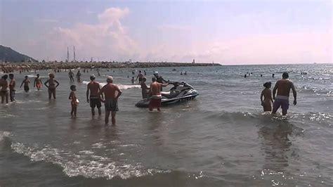 porto d imperia polizia sulle spiagge di imperia porto maurizio