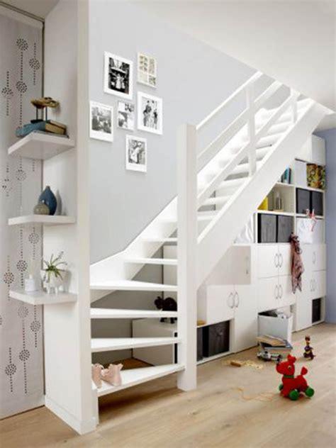 rangement sous 騅ier cuisine am 233 nager l espace sous un escalier viving