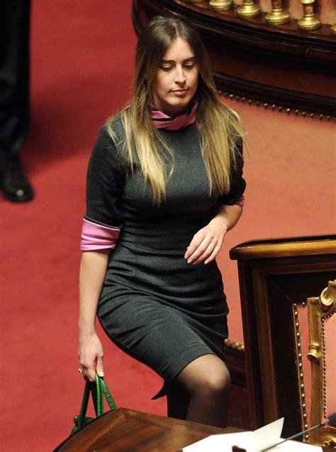 donne scosciate in ufficio le foto di marted 236 al senato il post