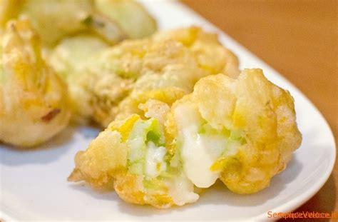 fiori di zucca in pastella al forno fiori di zucca ripieni in pastella ricetta semplice e veloce