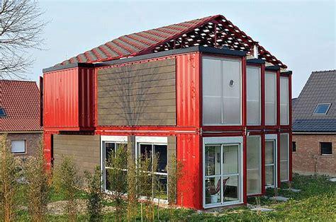 containers casas precios #1: Two-storey-Contemporary-house-in-a-bold-shade.jpg