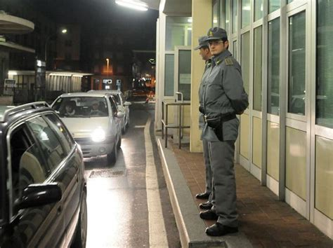 ufficio doganale chiasso valico di ponte chiasso fermato un cittadino francese con