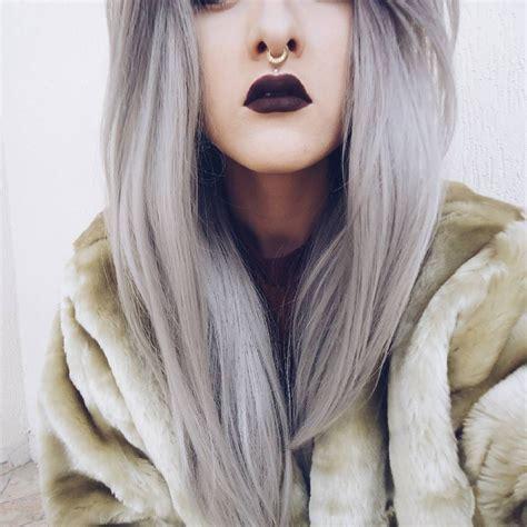dunkle lippen graue haare wir lieben es granny hair
