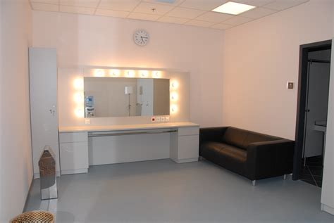 file badminton theater dressing room jpg wikimedia commons
