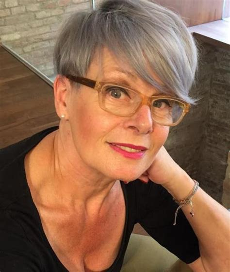 can 50 year old women wear pixie haircuts which hairstyles look exceptional on older women