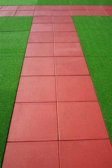 piastrelle per giardini pavimentazioni in gomma per giardini terrazzi camminamenti