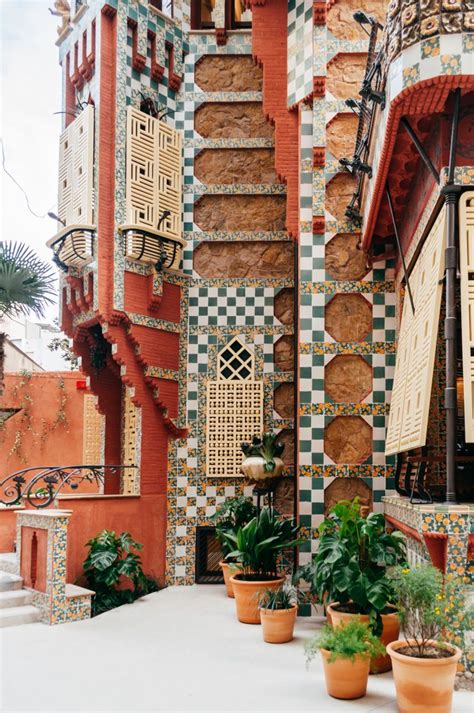 gaudi the complete buildings best 25 gaudi ideas on sagrada familia antoni gaudi buildings and barcelona