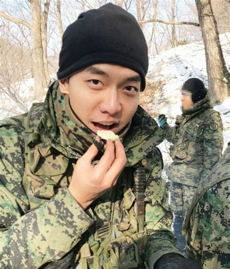 lee seung gi military more photos of lee seung gi in the military revealed allkpop