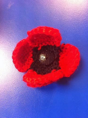 how to knit a poppy flower knitted flowers free patterns the knit guru