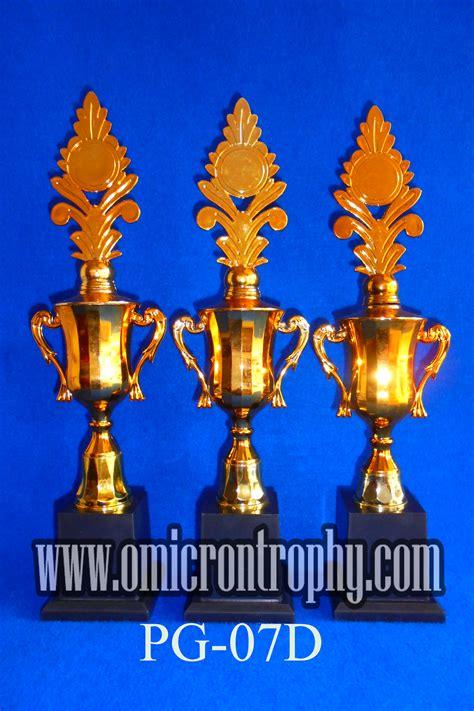 Harga Sparepart Trophy by Agen Trophy Plastik Harga Murah Omicron Trophy