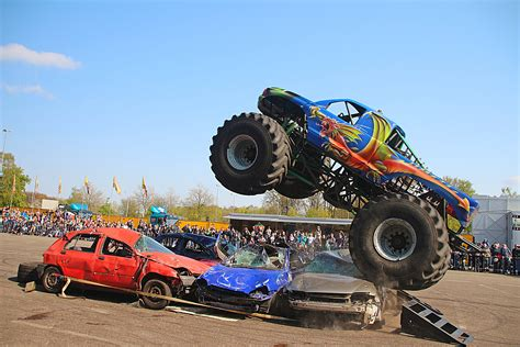 monster truck stunt show stunt und monster truck show in k 246 ln 25 9 2016
