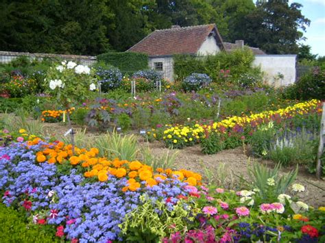 File Chateau De Bouges Flower Garden 1 Jpg Wikimedia Commons Photos Flower Gardens