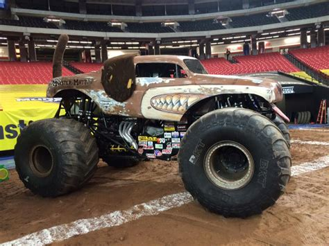monster jam dog monster mutt junkyard dog monster trucks wiki fandom
