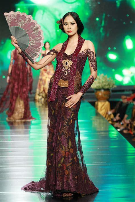 design batik anne avantie anne avantie jakarta fashion runway modern glossy