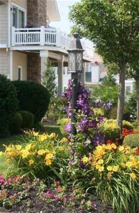beautiful lightpost   garden  pinterest