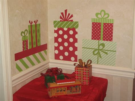 christmas wall decorating ideas 26 cheap christmas decorations that fits in your budjet