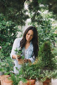 7 things chip gaines wants you to know about fixing up your home fixer upper s chip and joanna gaines buy 113 year old