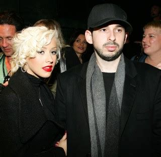 Aguilera Bratman To Host New Years by Aguilera And Husband Are Hosting New Year S