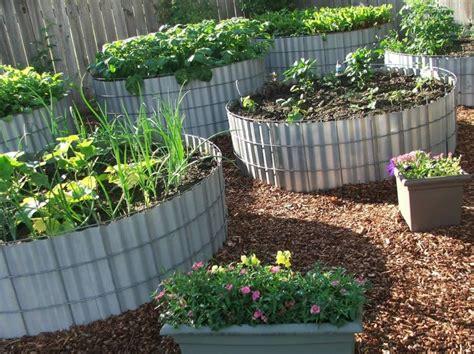 Cheap Garden Bed Ideas 1000 Ideas About Cheap Raised Garden Beds On Pinterest Diy Raised Garden Beds Easy Garden