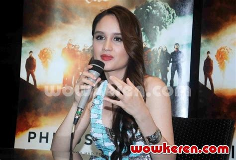 cinta laura di film the philosophers foto cinta laura dalam event nonton bareng the