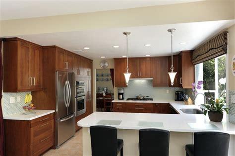 Kitchen White Backsplash la cuisine en u avec bar voyez les derni 232 res tendances