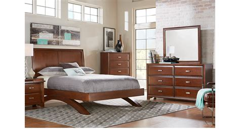 belcourt cherry  pc queen platform bedroom  sleigh