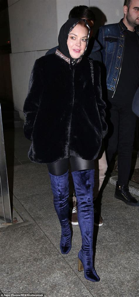 Lindsay Lohan Wears A Scarf by Lindsay Lohan Wears In Turkey Amid Rumors She S