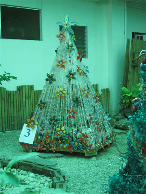 Material Decoration by Tree Decorations Using Recycled Materials