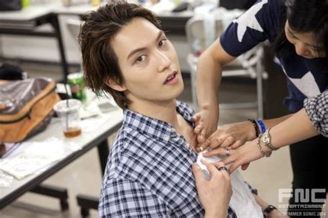 cnblue jonghyun tattoo fight against sun cnblue in rock festival and its close