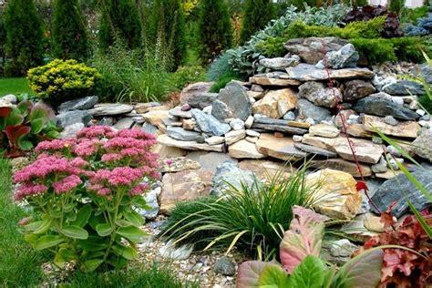 beet mit steinen 1001 ideen zum thema blumenbeet mit steinen dekorieren