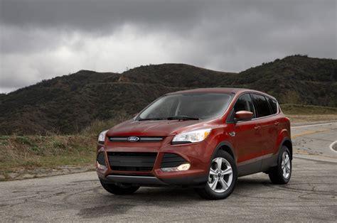 2014 Ford Escape Se by 2014 Ford Escape Se Front Three Quarters Photo 1