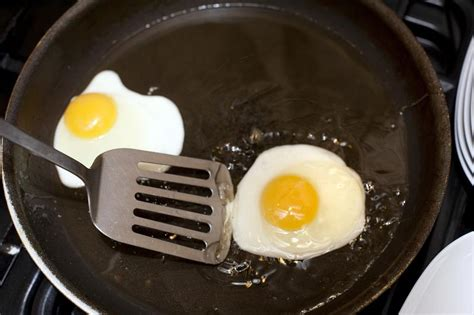 images of pan free image of frying eggs in a frying pan
