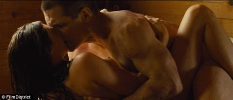 Oldboy Trailer First Look At Shirtless Josh Brolin As A Desperate Prisoner Daily Mail Online