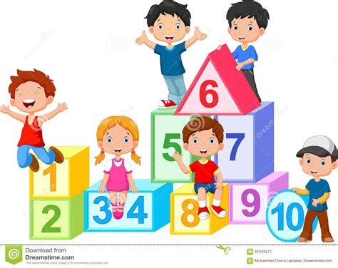 imagenes de niños jugando con numeros ni 241 os felices con los bloques de los n 250 meros stock de