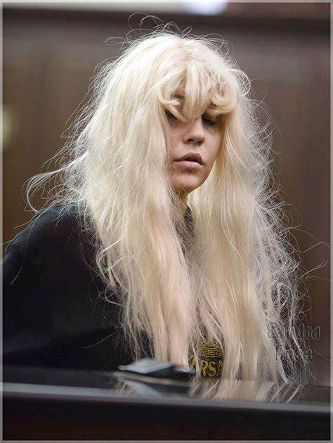 amanda bynes day walk with new hair photo bad hair day amanda bynes faces felony charge naijapose
