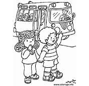 Coloriage Deux Enfants Rentrent De L Ecole En Bus Scolaire