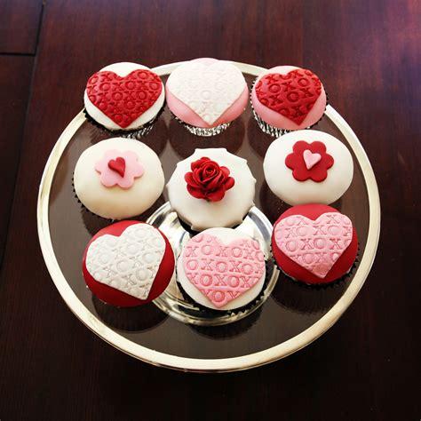 s day cupcakes s day cupcakes xoxos hearts roses sweet kiera