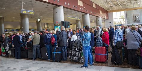 uk holidaymakers  face queues  hours long