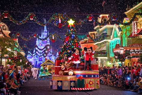 when dies disneyland paris decorate for christmas special effects snow machines facts snow machine history the differences in artificial