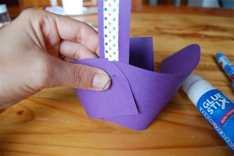 How To Make A Paper Easter Basket - how to make a simple paper easter egg basket