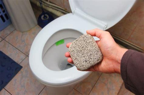 toilet diep reinigen hoe schoon een toilet met puimsteen wikisailor