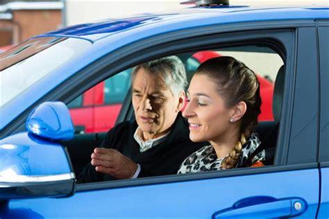 Günstige Kfz Versicherung Begleitetes Fahren by Begleitetes Fahren F 252 Hrerschein Mit 17 Schirmer