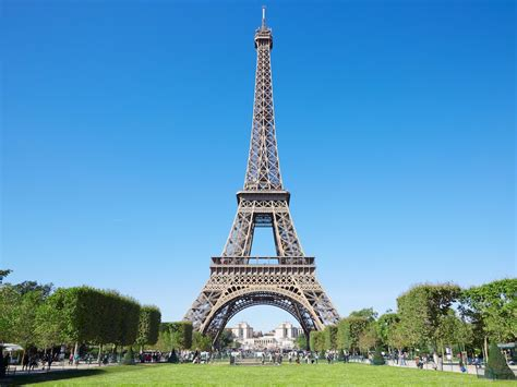 eiffel tower color eiffel tower facts and history insider