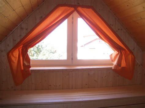vorhang dachfenster 1001 ideen f 252 r dachfenster gardinen und vorh 228 nge