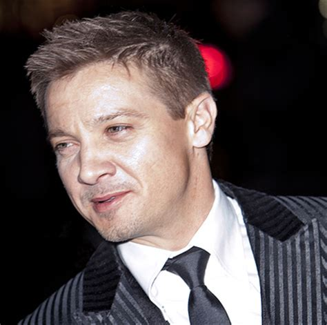 jeremy renner hairstyle jeremy renner movie pictures png jeremy renner images