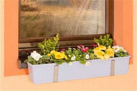 fensterbrett halterung für blumenkästen balkon blumenkasten mit halterung balkon blumenkasten mit