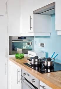 Délicieux Quelle Couleur Avec Une Cuisine Blanche #5: armoires-cuisine-blanches-cr%C3%A9dence-bleu-ciel.jpg