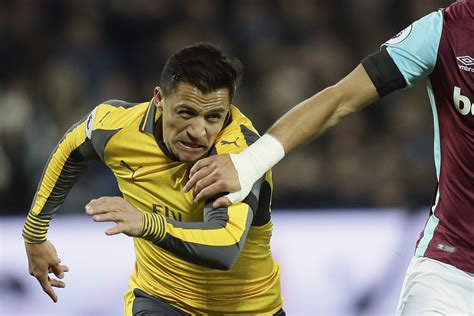 alexis sanchez joins arsenal vidal wants chile teammate sanchez to join bayern the new