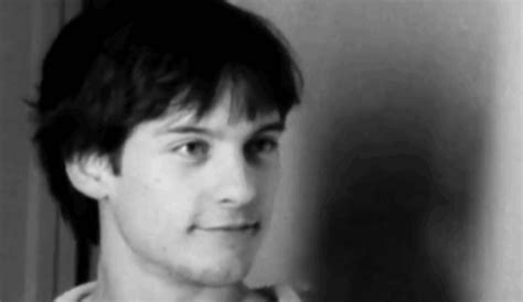 tobey maguire lol gif find tobey maguire gif find on giphy