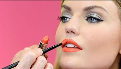 tutorial memakai lipstik agar terlihat tipis bagaimana cara memakai lipstik yang benar agar warna